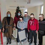 Χριστουγεννιάτικα στολίδια και γλυκίσματα από τα παιδιά του ΚΔΑΠ-ΜΕΑ